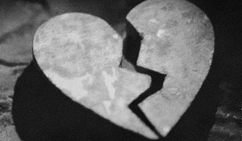 . Chapitre 3: Deux coeurs brisés .