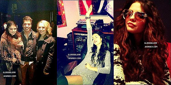 """29/01/2013  : Selena été présente à un dinner organisée par le magazine """"Nylon""""."""
