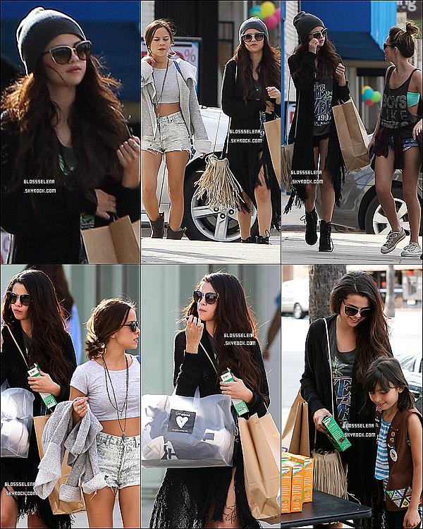 02.03.2013 - Selena et ses amies faisant les boutiques (Beverly Hills).