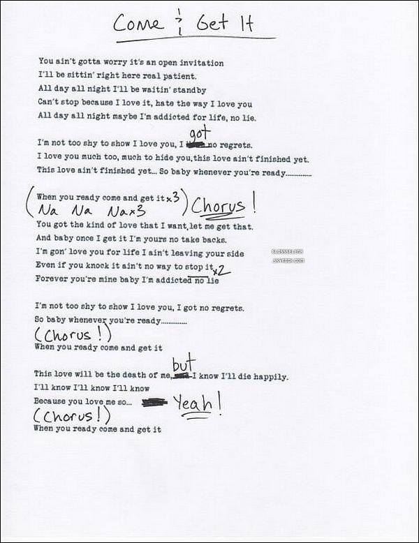 . 05.04.2013 - Selena arrivant à un studio. .