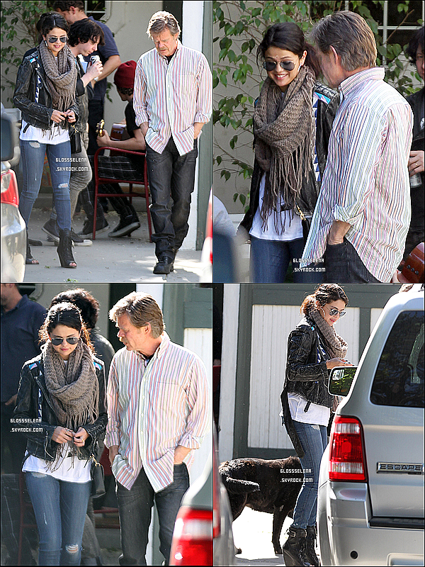 . 06.04.2013 - Selena se promenant en Californie en compagnie de ses amies..