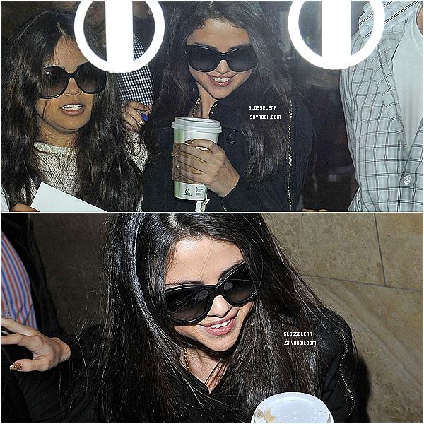 . 23.04.2013 - Selena faisant du shopping avec sa cousine Priscillia..