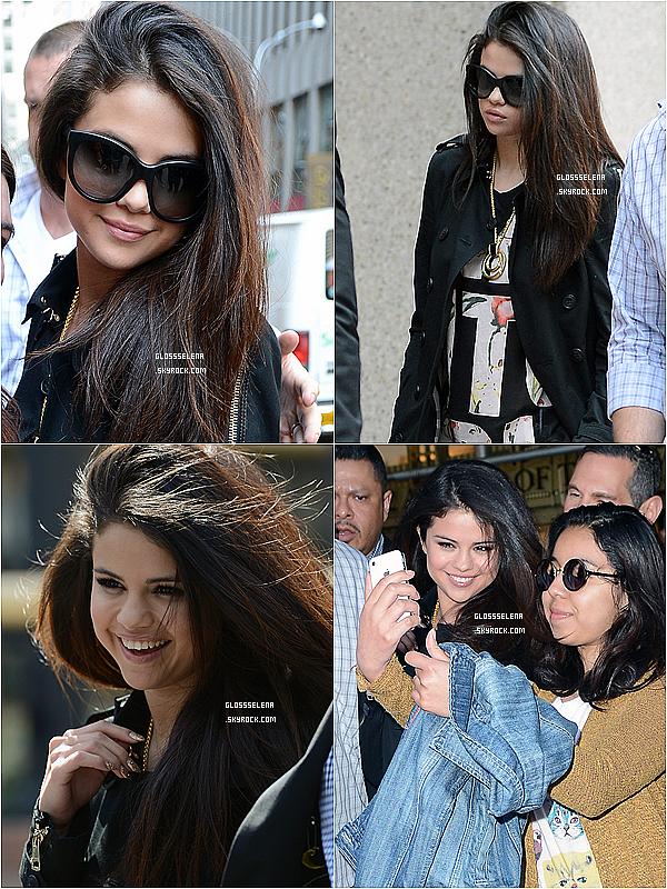 . 25.04.2013 - Selena allant manger puis au restaurant : .