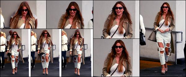 -11/05/2018- ─ Sofia Vergara a été photographiée, alors, qu'elle déambulait dans les rues de la ville étant à Beverly Hills !La belle actrice Sofia enchaînent quelques sorties à notre plus grand plaisir et toujours élégante... Concernant sa tenue, c'est un beau top pour ma part !