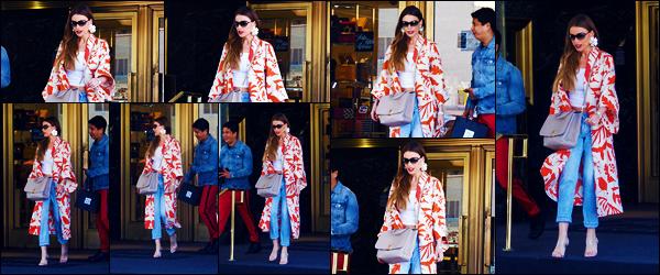 -07/05/2018- ─ Sofia Vergara a été photographiée, alors, qu'elle faisait du shopping à « Saks », étant, dans Beverly Hills !C'est toute souriante et en toute beauté que l'actrice Sofia V. a été photographiée dans les rues ! Concernant sa tenue, c'est un très jolie top de ma part !