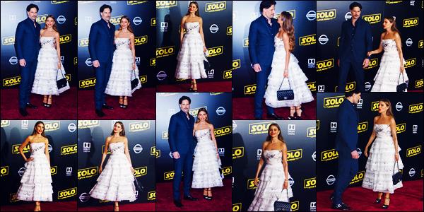 -10/05/2018- ─ Sofia Vergara était présente lors de l'avant-première de « Solo: A Star Wars Story », étant à Los Angeles !La belle actrice colombienne S. était en compagnie de son mari, Joe Manganiello ! Concernant la tenue de celle-ci, c'est un très jolie top pour ma part...