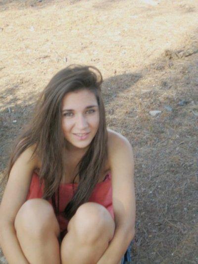 A veces me dedicas una sonrisa, y eso me hace feliz.