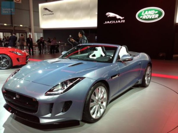 Jaguar présente lui aussi un nouveau modèle, la F-Type.