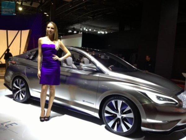 """Certains modèles sont un peu """"Bling-bling""""... et on ne parle pas ici de l'hôtesse mais de ce concept Infinity Emerg-E."""