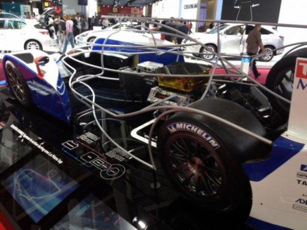 Toyota présente au public les entrailles de sa voiture hybride qui a couru les dernières 24 Heures.