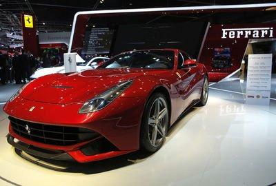 Au rayon des gros bolides, le must revient à Ferrari avec le modèle le plus puissant de son histoire, une F12 Berlinetta de 740 chevaux.