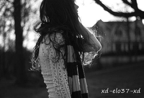 La vie est trop timide, elle oze pas m'sourire.