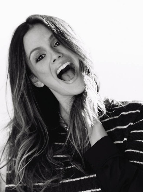 Rachel Bilson. This girl is gorgeous !