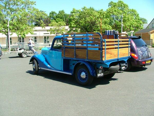 des voitures anciennes une citroen  une monaquatre   403 simca 1301 un pik up chevrolet