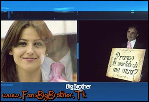 Alma merr propozimin për martesë nga i fejuari i saj