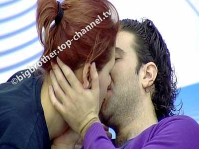 Neda e Ogren shkëmbejnë puthje e komplimente