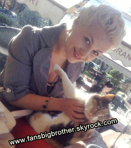 Ermela me macen e saj. Ju pelqen??