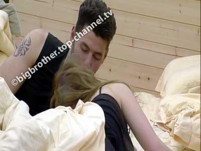 Si e komentoni puthjen mes Ermalit dhe Françeskës?