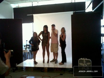 Behind the photoshoot for ELLE  Source : Jessica-Jarrell.Com :)