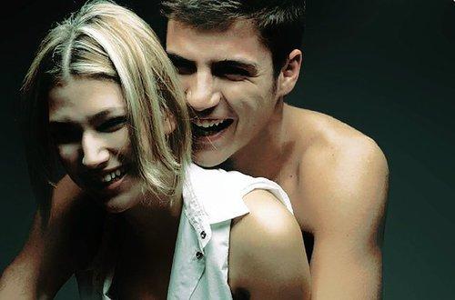 """""""Quand vous aimez une personne comme je l'aime, cette personne fait partie de vous. C'est comme si vous étiez attaché par cette corde invisible, et peu importe si vous êtes loin, vous pouvez toujours la sentir."""" Glee."""