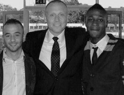 Trophée pour le meilleur joueur de foot D2  Pays Bas  avec Sahin et Jaap le President
