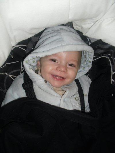mon fils logan qui a aujourd'hui 8 mois déja !!!