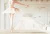 Dans la danse, on retrouve à la fois le cinéma, les bandes dessinées, le cent mètres olympiques, la natation, avec, en plus, la poésie, l'amour, la tendresse.