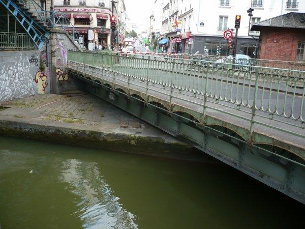Un pont tournant sur le canal Saint Martin