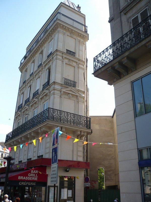 Curieux immeuble à Paris