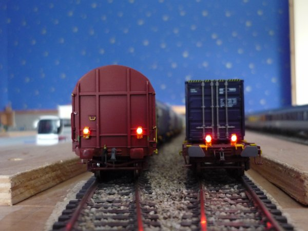 wagon porte container lsm feux de fin de convoi