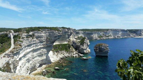 Petite photo de Corse de mon ex qui y est parti pour son taf cette semaine c'est magnifique