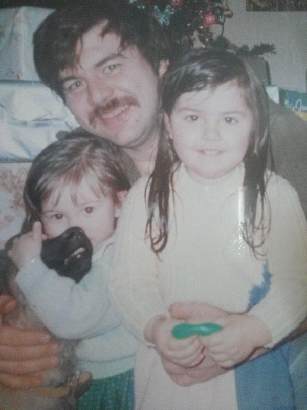 mon papa c'est le seule qui m'a rendu heureuse jusqu'à temps qu'il rejoigne les anges tu me manques trop papa  je t'aime et t'aimerai toute ma vie. le seul vrai amour c'est toi qui me l'as donné