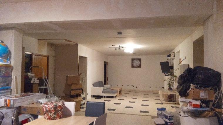 Travaux chez moi je m'éclate mdr après un grand déménagement j'ai la place qu'il me faut pour bosser j'ai continué l'électricité et j'ai encore beaucoup de trous à boucher et renduire tout les murs
