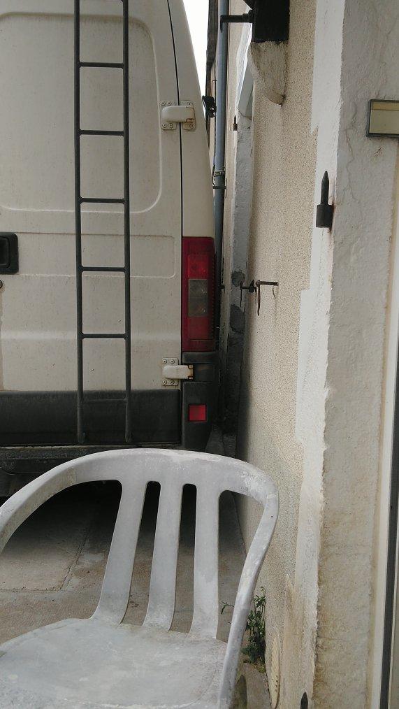 Les gens me prenne pour une folle quand il voit comment je gère mon camion lol presque collé au mur c'est la même chose avec ma voiture et encore je suis pas encore coller au max que je peux faire lol