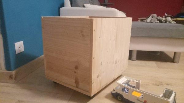 Et voilà une caisse sur roulettes de fabriquer pour mes voyous