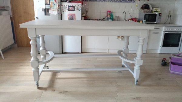 Ça y est  table fini ,plus qu'à recevoir les chaises hautes