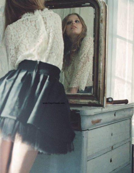 Dans chacun de ses gestes un aveu , un secret dans chaque attitude, ses moindres facettes trahies bien mieux que par de longues études! Un pied se balance, une impatience, et c'est plus qu'un long discours, la dans l'innocence et l'oubli, tout était dit.