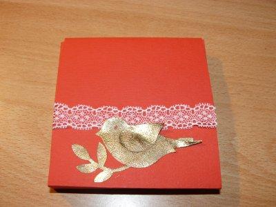 """cette apres-midi  """"récréation """"  une petite boite  avec un petit oiseau que j'ai embosser  et qui partira  avec plein de petites choses pour  ?????????????????"""