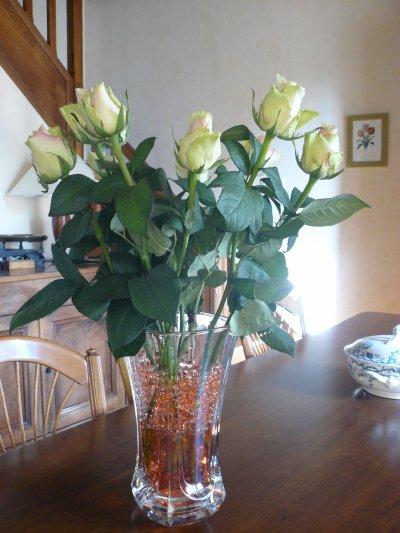 regarder le joli bouquet de roses que j'ai reçue   j'adore la couleur  ensuite je les fais sechées
