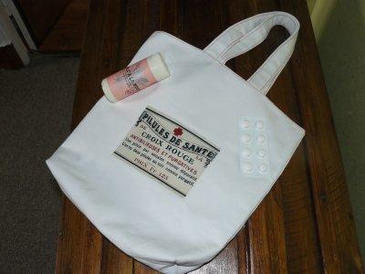 """toujours dans ma chasse aux sacs plastique :"""""""" sac doublé pour aller à la pharmacie"""