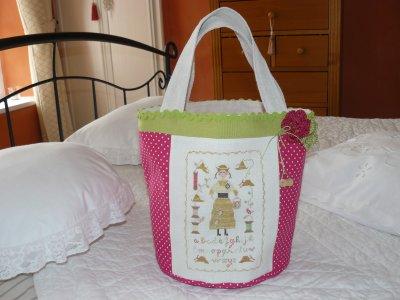 LOUISE LA BOBINE!!!!! un petit sac  avec le fond  tout rond