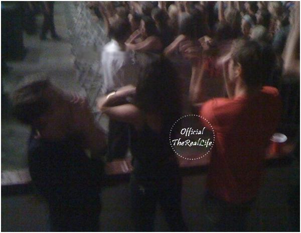© Official-TheRealLife™  14 & 15/08/09  ※  Vanessa, Zac et leurs amis au concert de King of Leon à Vancouver, Canada.  _