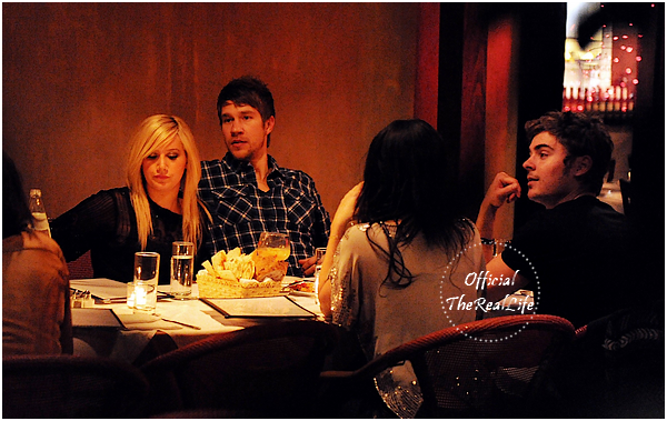 © Official-TheRealLife™  08/01/10  ※  Zac, Vanessa, Scott & Ashley dans le restaurant Italien La Loggia à Studio City.  _