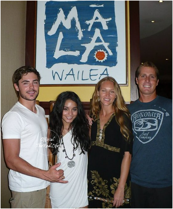 © Official-TheRealLife™  24/08/10  ※  Vanessa & Zac ont diner au célébre restaurant Mala Wailea à Kihei à Hawaï.  _