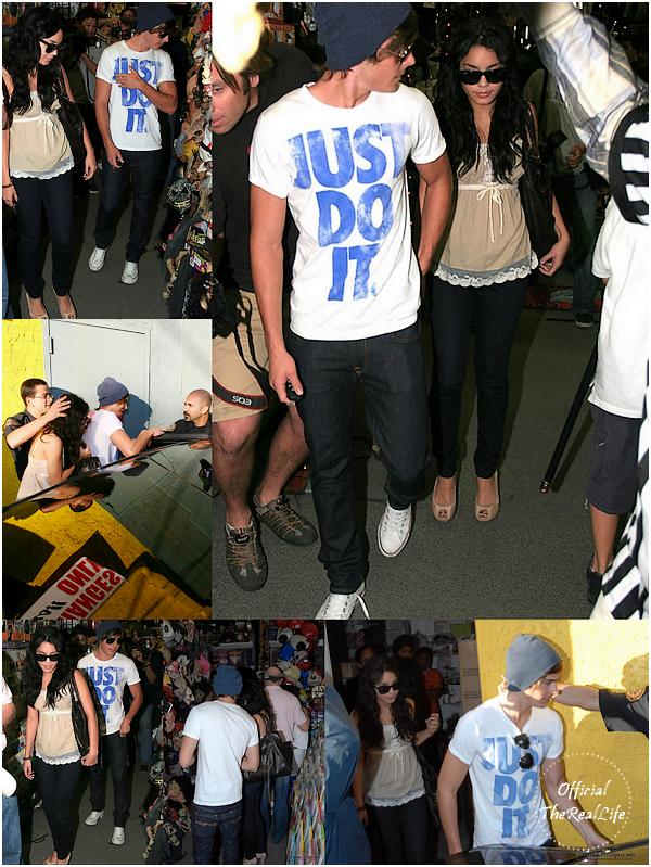 © Official-TheRealLife™  31/10/2007  ※  Shopping d'Halloween pour Zac et Vanessa dans un magasin de farce et attrape à Los Angeles.  _