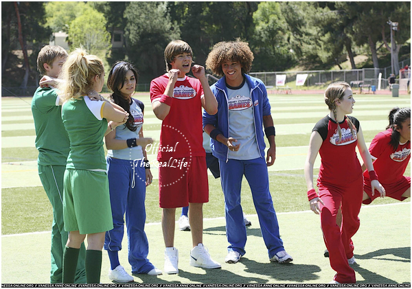 © Official-TheRealLife™  14/04/2006  ※  Zac et Vanessa assistant au Disney Chanel Games à Los Angeles.  _