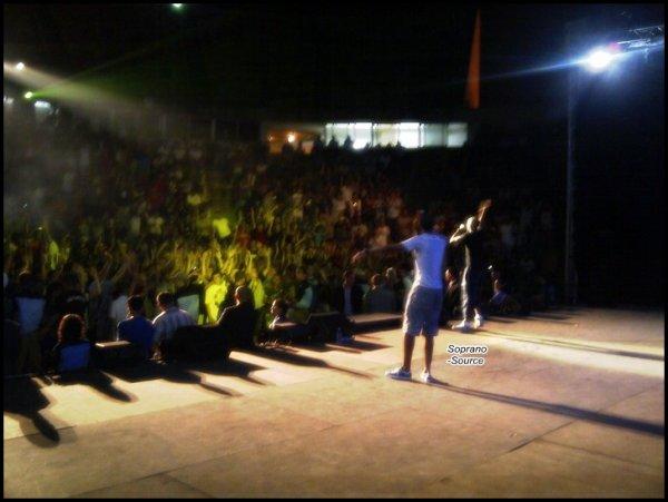 Soprano Etait En Algérie ( Alger ) Le 12/07 ( Dézolé La Photo Est Flou )