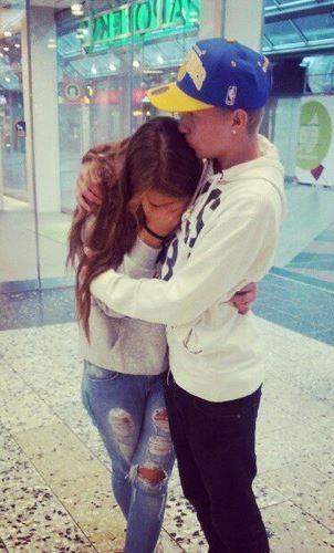 """""""Une fille qui pleure pour un mec est une fille sincère...♥"""""""