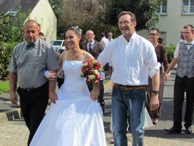 voici la mariée en gros ma grande soeur mon pere et son grand pere
