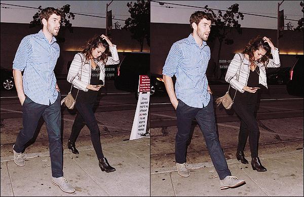 • Candids - 26/06/2015 : La sublime Nina Dobrev a été photographiée alors qu'elle allait diner à West Hollywood. Nina Dobrev est allée diner au Craig's avec son amoureux (vraiment ?), le beau Austin Stowell ! Ils sont trop mignons avouez-le !
